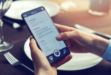 Restaurant App Development: Choosing Between Custom-built Apps & White-label Apps